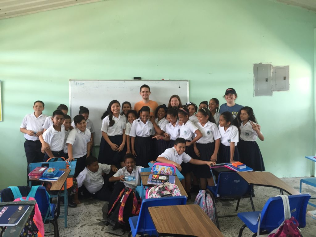 Lara, Ryan, and Logan take a picture with their English class in Los Andes, Panama.